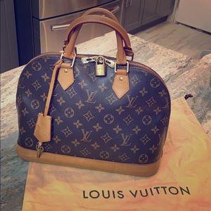 Louis Vuitton ⭐️ Alma MM Bag